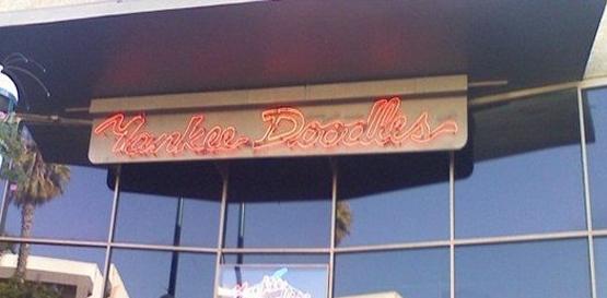 Yankee doodles santa monica bars in santa for Food bar santa monica